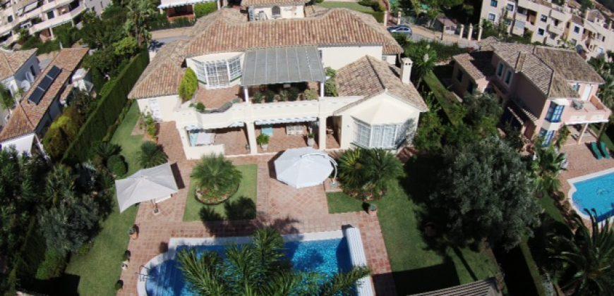 Mooie Villa ten oosten van Marbella, 3 slaapkamers en prive-zwembad